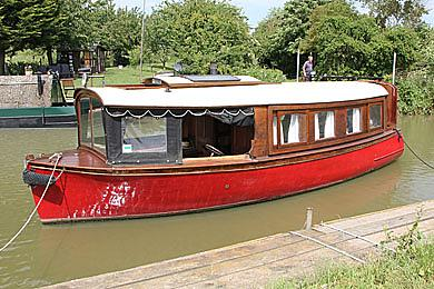 bates boatyard We totally restored progress between 1998 – 2002 at bates boatyard, aylesbury  she is powered by a fowler 2dym diesel engine (1944) which was first fitted.